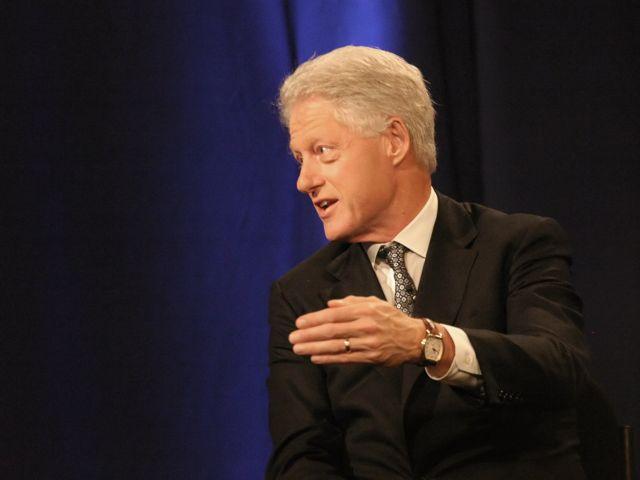 Ο πρώην πρόεδρος των ΗΠΑ Μπιλ Κλίντον επικεφαλής αντιπροσωπείας στη Σρεμπρένιτσα | tanea.gr