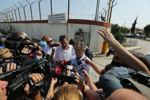 Αποφυλακίστηκε ο Βασίλης Παπαγεωργόπουλος: «Με αδίκησαν όσο ελάχιστους ανθρώπους» | tanea.gr