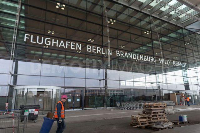 Νέο αεροδρόμιο Βερολίνου: Το γερμανικό... γεφύρι της Αρτας | tanea.gr