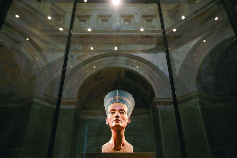 Στον τάφο του Τουταγχαμών θα αναζητήσουν τη θρυλική Νεφερτίτη   tanea.gr