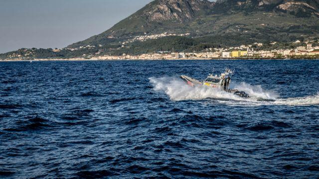 Μυτιλήνη: Τουρκική θαλαμηγός εμβόλισε σκάφος της Frontex για να αποφύγει έλεγχο | tanea.gr