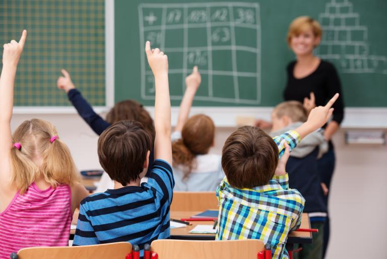 Νέες αντιδράσεις για τον ΦΠΑ στην εκπαίδευση παρά το πάγωμα | tanea.gr