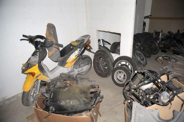 Δύο ανήλικοι μέλη σπείρας που έκλεβε μοτοσικλέτες στο Μοσχάτο | tanea.gr