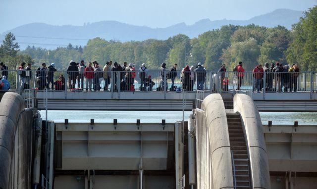 Die Zeit: Διαπληκτισμός 200 προσφύγων στο Αμβούργο με τραυματίες   tanea.gr