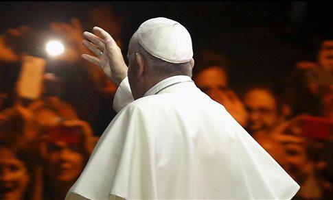 «Συναντήθηκε κρυφά με τον Πάπα» η υπάλληλος που δεν πάντρευε γκέι ζευγάρια   tanea.gr