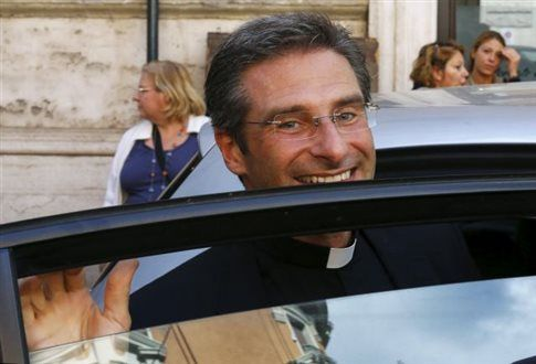 «Είμαι ένας ομοφυλόφιλος, ευτυχής ιερέας» δηλώνει θελόγος του Βατικανού   tanea.gr