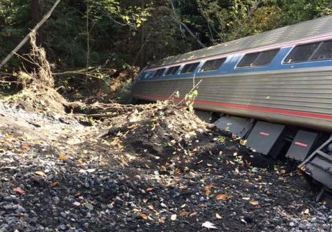 Εκτροχιάστηκε επιβατική αμαξοστοιχία στο Βερμόντ των ΗΠΑ - τέσσερις τραυματίες   tanea.gr