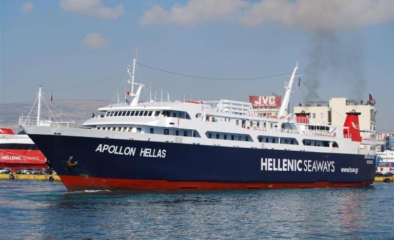Απαγορεύθηκε ο απόπλους του επιβατηγού οχηματαγωγού πλοίου «Απόλλων Ελλάς», στο οποίο εκδηλώθηκε το μεσημέρι πυρκαγιά   tanea.gr