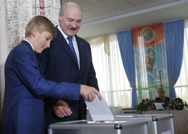 Με 83,5% εκλέχθηκε για πέμπτη φορά ο Λουκασένκο πρόεδρος της Λευκορωσίας | tanea.gr