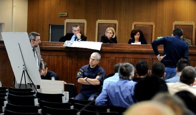 Δίκη Χρυσής Αυγής: «Οταν βλέπεις 50 άτομα με καδρόνια δεν επεμβαίνεις», κατέθεσε αστυνομικός | tanea.gr