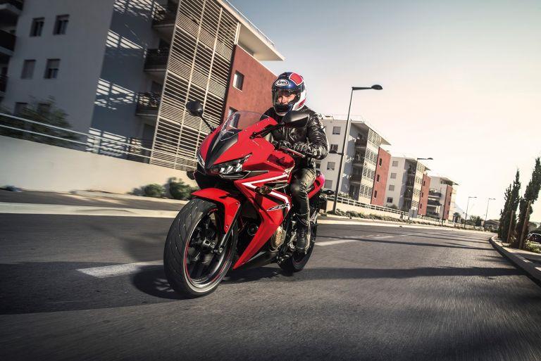Πρώτες εικόνες από τη νέα CBR500R | tanea.gr