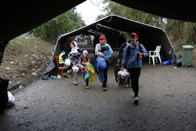 Σλοβενία: 600 πρόσφυγες έφθασαν στη χώρα από την Κροατία | tanea.gr