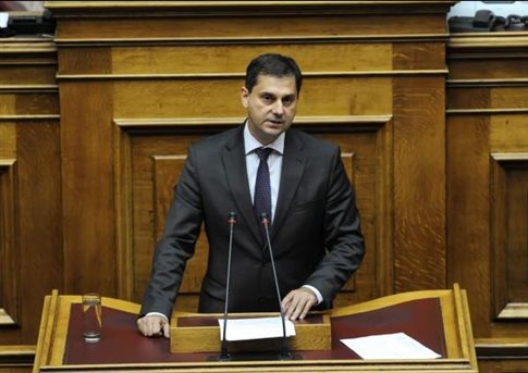 Κατηγορίες Θεοχάρη κατά Φλαμπουράρη για «μαύρα ταμεία» στην εταιρεία του   tanea.gr