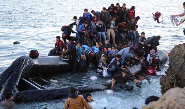 Ψαράδες έσωσαν 41 πρόσφυγες που ναυάγησαν ανοικτά της Λέσβου | tanea.gr