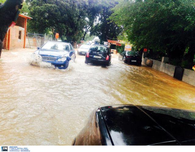Καταστροφές σε όλη τη χώρα από την κακοκαιρία - μία αγνοούμενη στο Καματερό | tanea.gr