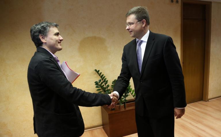 Ντομπρόβσκις: «Θα βρεθεί συμβιβαστική λύση για τα κόκκινα δάνεια» | tanea.gr