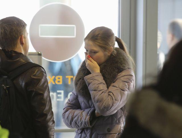 Αίγυπτος: Οι συγγενείς των επιβατών του Airbus θρηνούν αλλά ελπίζουν | tanea.gr