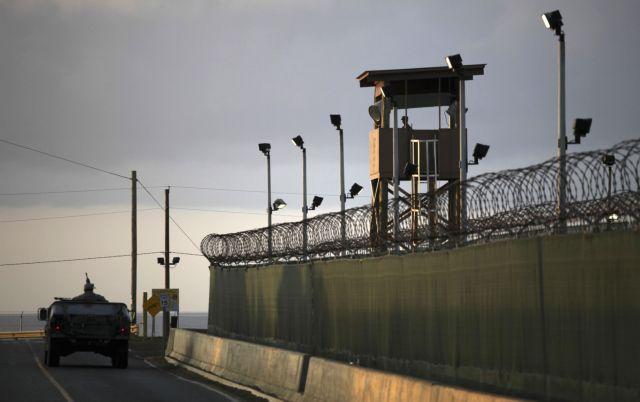 Πέντε κρατούμενοι του Γκουαντάναμο παραδόθηκαν στα Ηνωμένα Αραβικά Εμιράτα | tanea.gr