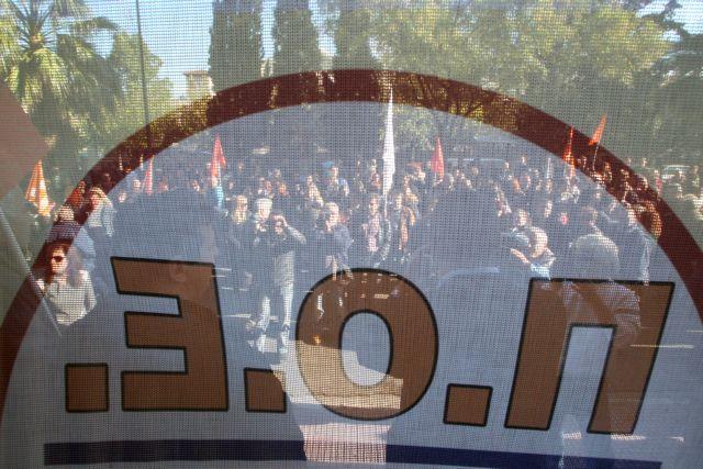 Συγκέντρωση συμβασιούχων στο υπουργείο Διοικητικής Μεταρρύθμισης   tanea.gr