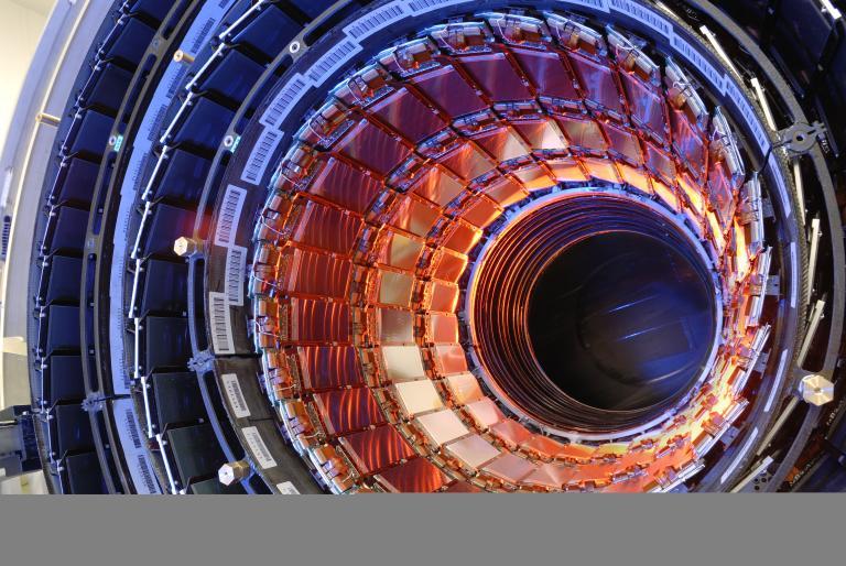 CERN: Ενδείξεις ότι ανακαλύφθηκε ένα «μυστηριώδες» νέο βαρύ σωματίδιο | tanea.gr
