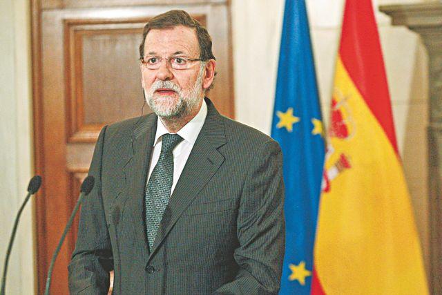Ισπανία: Πρώτος αλλά αδύναμος εμφανίζεται ο Ραχόι πριν τις κάλπες   tanea.gr