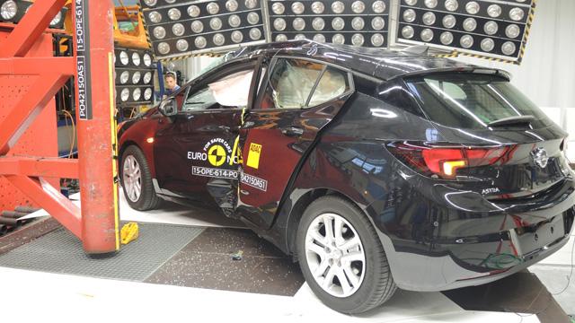 Πεντάστερο το νέο Opel Astra μετά τα κρας τεστ | tanea.gr