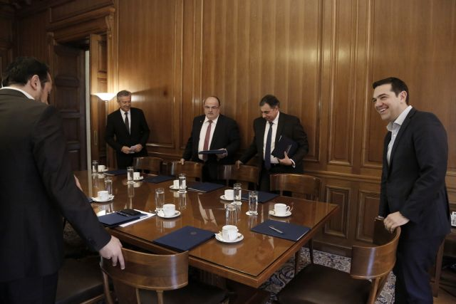 Συμφωνία κυβέρνησης - εργοδοτών για αύξηση στις εισφορές | tanea.gr