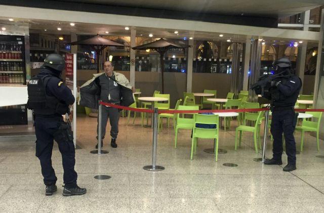Ανδρας με πλαστικό όπλο ήταν η αιτία του συναγερμού στην Ρώμη   tanea.gr