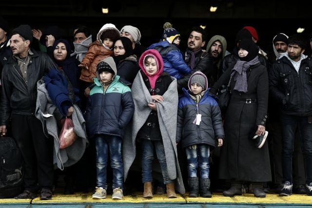 Στο λιμάνι του Πειραιά πάνω από 1.700 μετανάστες και πρόσφυγες | tanea.gr
