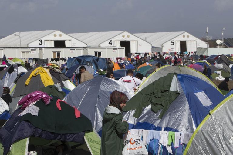 Μέχρι και 200.000 εγκλωβισμένοι έως το καλοκαίρι - σε εθελοντικές οργανώσεις η διαχείριση κονδυλίων   tanea.gr