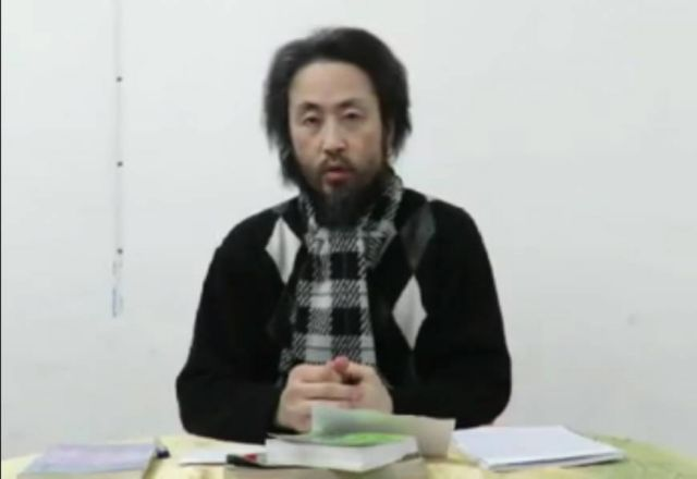 Μετέδωσαν βίντεο με τον Ιάπωνα που φέρεται να κρατείται από την Αλ Κάιντα στην Συρία | tanea.gr