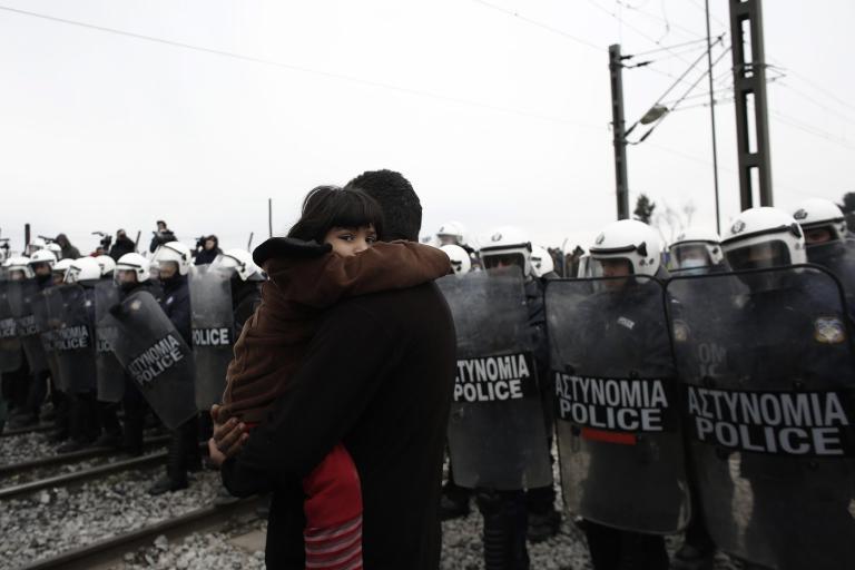 Μεταξύ φημών και απελπισίας οι πρόσφυγες στην Ειδομένη | tanea.gr