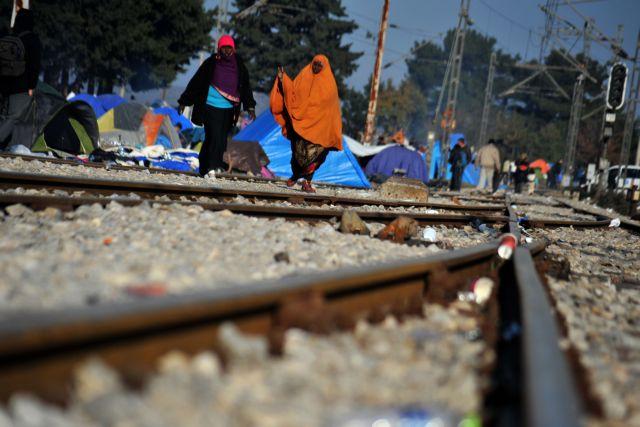 Επτά κλινάμαξες του ΟΣΕ για τις ανάγκες των προσφύγων στην Ειδομένη | tanea.gr