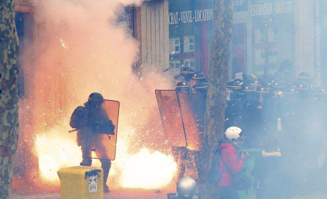 Γαλλία: Σοβαρά επεισόδια με δεκάδες τραυματίες για το εργασιακό νομοσχέδιο   tanea.gr