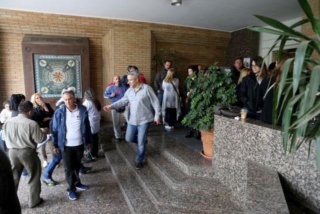 Καταλήψεις υπηρεσιών και κτιρίων από εργαζόμενους στους ΟΤΑ   tanea.gr