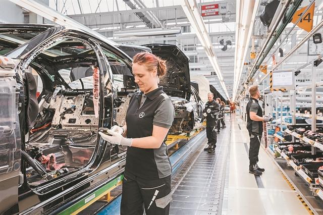 Μπόνους 5.000 ευρώ στους εργαζόμενους της Mercedes-Benz | tanea.gr