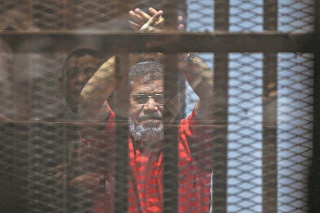 Μέσα στο δικαστήριο πέθανε ο Μόρσι | tanea.gr