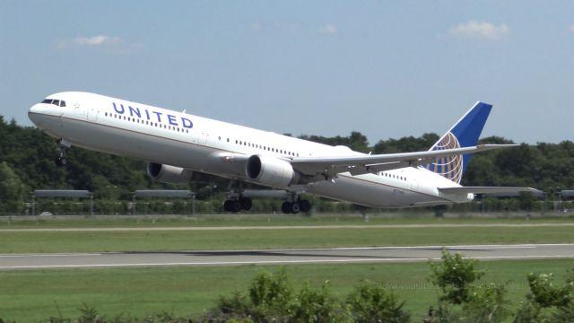 Ταλαιπωρία και σπασμένα νεύρα σε πτήση της United Airlines από την Αθήνα προς τη Νέα Υόρκη | tanea.gr