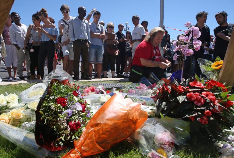Τριήμερο εθνικό πένθος στη Γαλλία μετά το μακελειό με 84 νεκρούς στη Νίκαια | tanea.gr