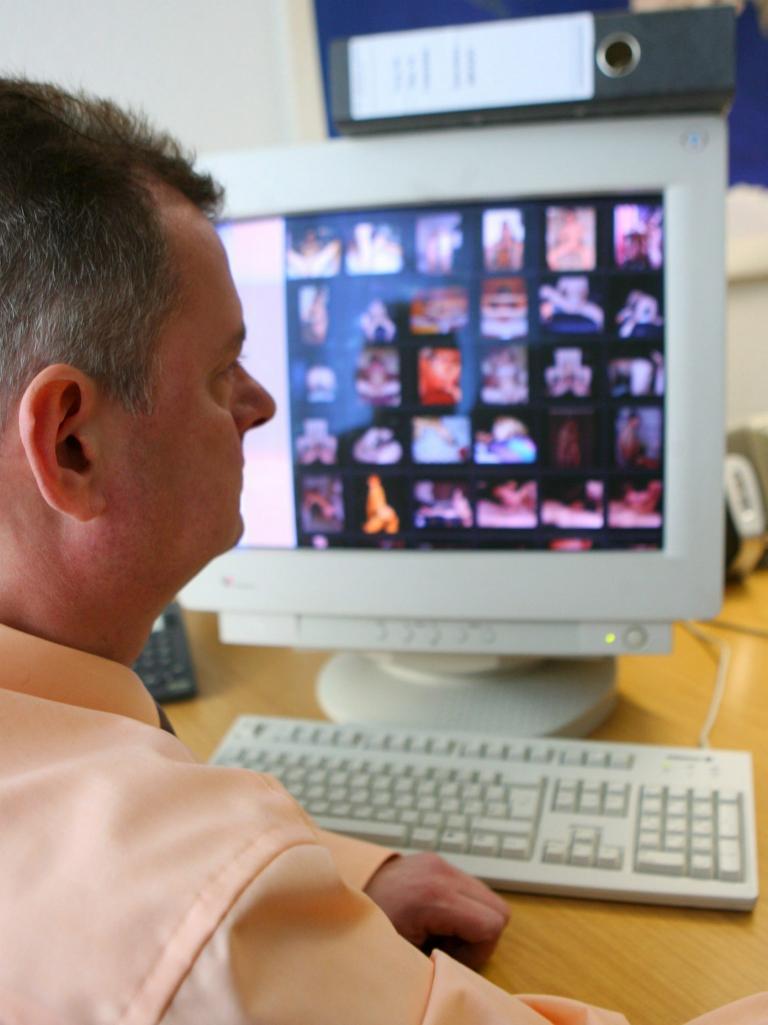 Χιλιάδες αρχεία με βίντεο πορνογραφίας ανηλίκων είχε στην κατοχή του 48χρονος | tanea.gr