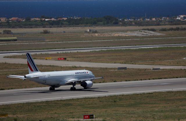 Ποντίκι καθήλωσε επί 48 ώρες αεροσκάφος της Air France   tanea.gr