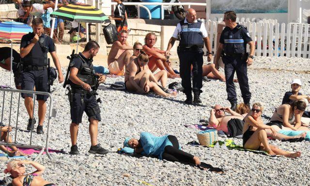 Οργή για το κυνήγι του μπουρκίνι από αστυνομικούς σε παραλία της Νίκαιας   tanea.gr
