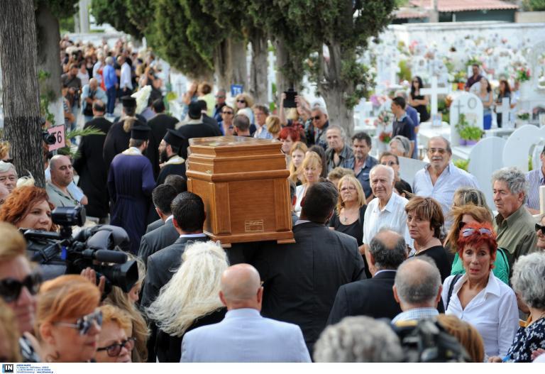 Το τελευταίο αντίο στον Ανδρέα Μπάρκουλη | tanea.gr