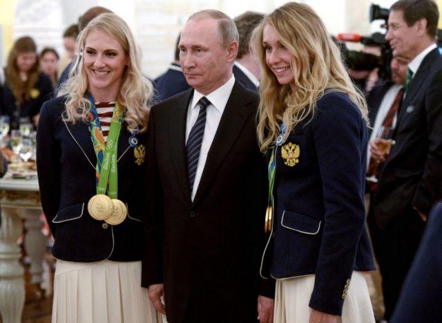 Ο Πούτιν κέρασε σαμπάνια και από μια BMW τους ρώσους Ολυμπιονίκες   tanea.gr