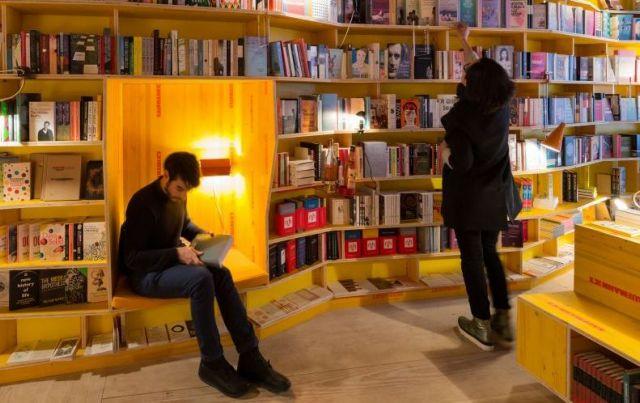Δώρο Ρέντσι στους 18άρηδες: 500 ευρώ για βιβλία και θέατρο | tanea.gr