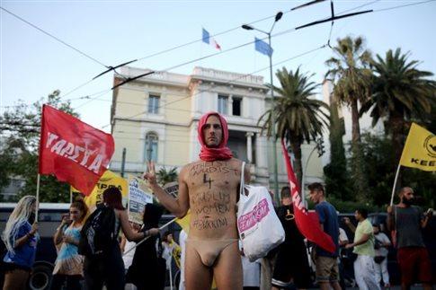 Συγκέντρωση στην Αθήνα ενάντια στην απαγόρευση του μπουρκίνι | tanea.gr