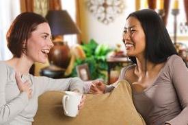 Το κουτσομπολιό μάς κάνει καλό, επιβεβαιώνει νέα μελέτη | tanea.gr