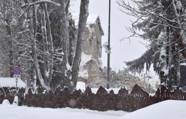 Νεκρός και αγνοούμενος από τους σεισμούς και το χιόνι στην κεντρική Ιταλία   tanea.gr