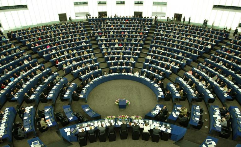 Η Ευρωβουλή ζητά να επανέλθει η βίζα για τα ταξίδια των Αμερικανών στην ΕΕ | tanea.gr