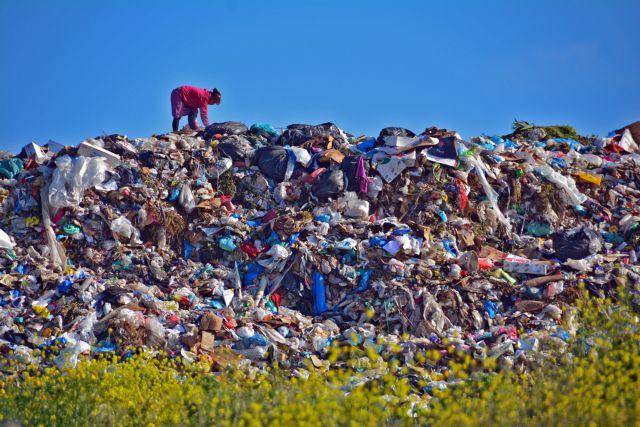 Δεκάδες καταπλακώθηκαν από κατολίσθηση σε χωματερή της Αιθιοπίας   tanea.gr